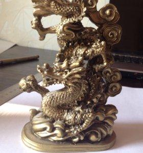 Красивая статуэтка Китайский Дракон.