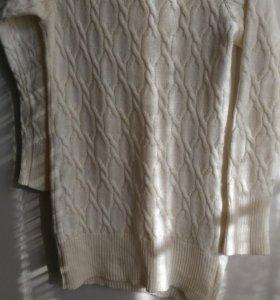 Удлиненный вязаный свитер.