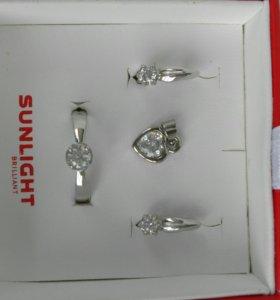 Новый комплект:серьги и кольцо Swarovski