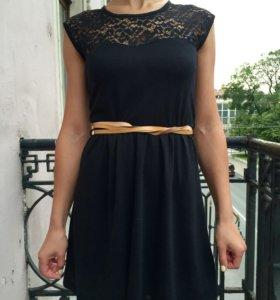 Платье с ремешком