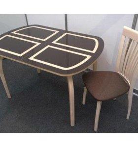 Стол с деревянными ножками