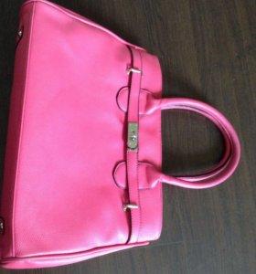 Ярко розовая сумка