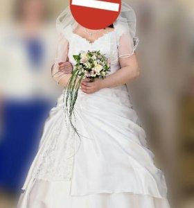 Срочно!!!Платье свадебное 54-58 (на шнуровке)