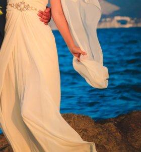 Вечернее платье в отличном состоянии.