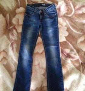 Новые детские  джинсы moschino