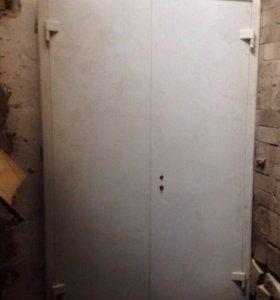Двухстворчатая распашная противопожарная дверь