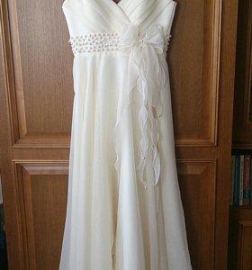 Платье в отличном состоянии. Надевалось один раз