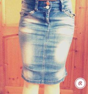 Джинсовая юбка с ремнём в комплекте