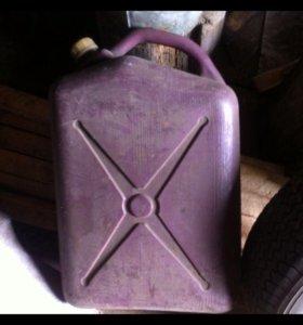 Канистра,25 литров. Под бензин.