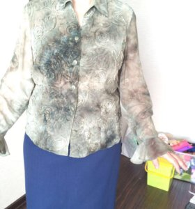 Красивая блузка с рюшами на рукавах. 52 размер.