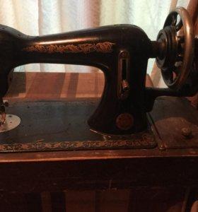 Швейная машинка с коробом