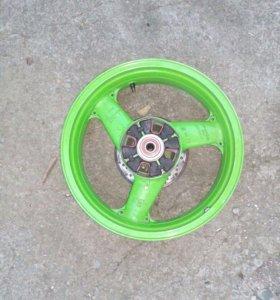 Продам диск задний на kawasaki zzr400