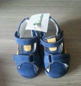Новые сандалии на мальчика