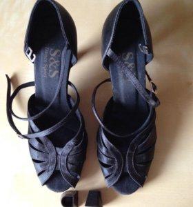 Туфли для латины, туфли для бальных танцев.