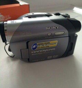Видеокамера  Sony DCR-DVD205E Digital Handycam