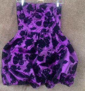 фиолетовое платье с бантом и пышной юбкой