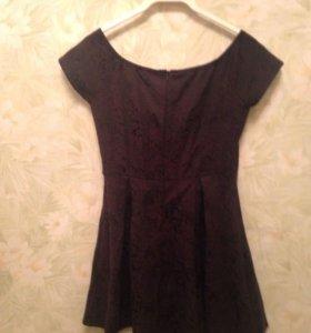 Платье с открытыми плечами Ezra
