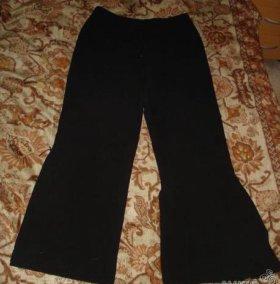 Черные брючки-клеш и черные брюки