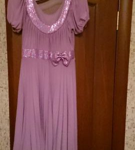Платье нежно-розового цвета с пайетками