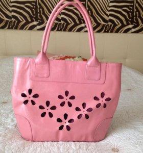 Новая кожаная сумка лакированная, оч.красивый цв.
