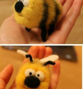 Пчела из шерсти. Сухое валяние