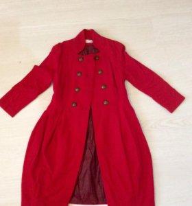 Пальто красное 40-42