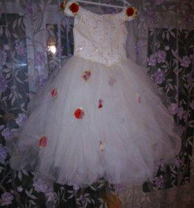 Пышное платье для девочки  на рост 110-134