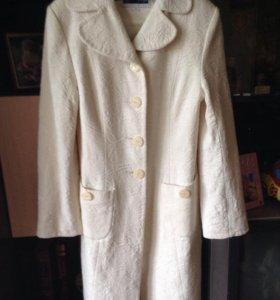 Пальто женское бежевое 40-42