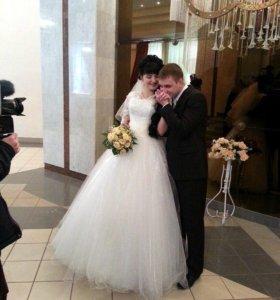 Свадебное платье, туфли, шубка