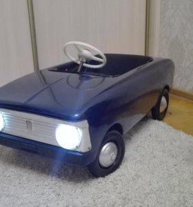 Автомобиль педальный