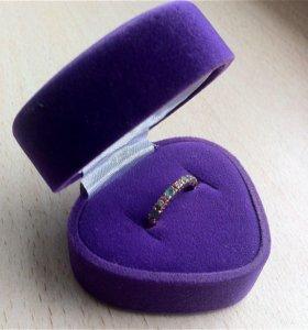 Золотое кольцо с бриллиантами и изумрудами