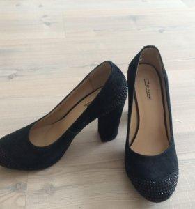 Туфли натуральная замша,35 размер. Одела 2 раза.