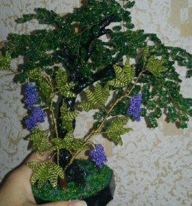 Дерево с виноградной лозой