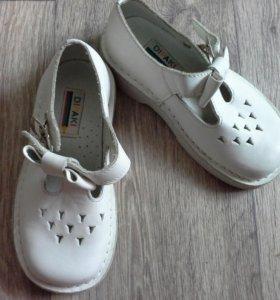 Новые кожаные туфельки р.27