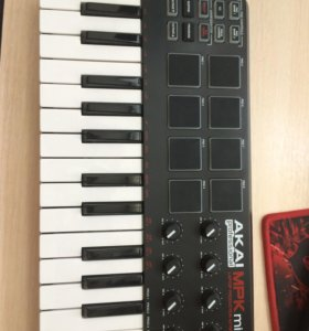 Продам миди-клавиатуру Akai MPK mini
