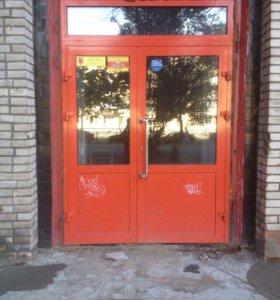 Дверь алюминиевая