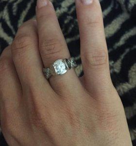 Кольцо из серебра и фионита