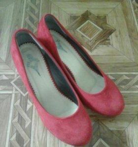 Замшевые,красные туфли 39р