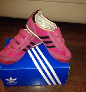 Кроссовки Adidas  оригинал р-р 30