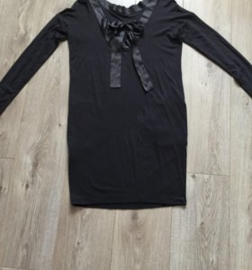 Платье трикотаж, на спине вырез и шёлковый бант