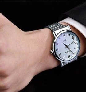 Классические часы из стали