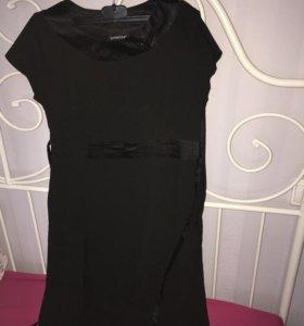 Классическое чёрное платье из костюмной ткани