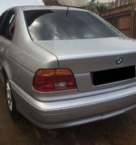 Автомобиль BMW 520i