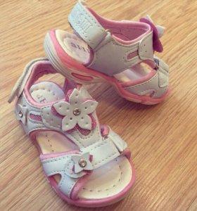 Новые детские сандали