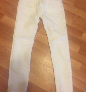 Белые брюки-джинсы 44-р-р