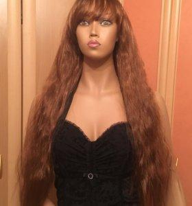 Волнистый парик с челкой