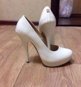 Туфли белые. Свадебные