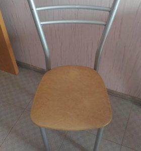 Стол со стульями для кухни