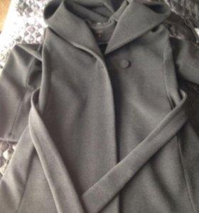 Замечательное Кашемировое пальто с капюшоном