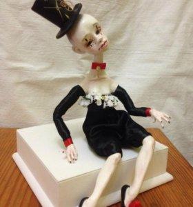 Фарфоровая кукла